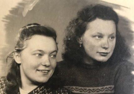 Зиновія-Ростислава Франко з сестрою Дарією-Любомирою
